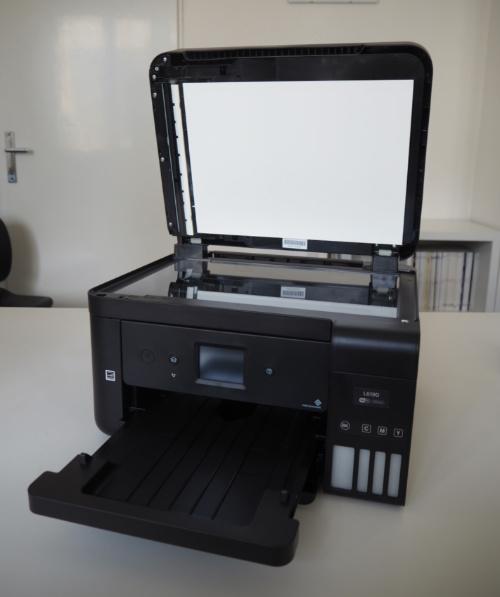 Zařízení připravené ke kopírování jednotlivých dokumentů ze skla.