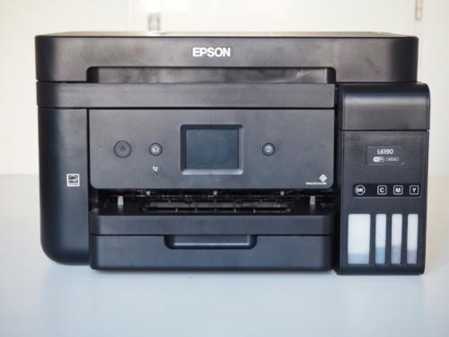 Pohled z přední strany na tiskárnu Epson EcoTank L6190
