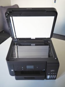 Prostor pro skenování jednotlivých dokumentů ze skla.