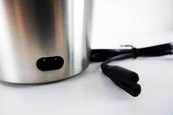 Otvor na odnímatelný kabel