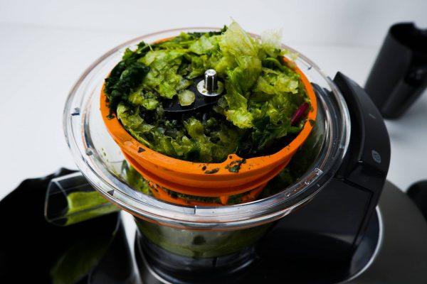 Ucpané sítko po lisování listové zeleniny